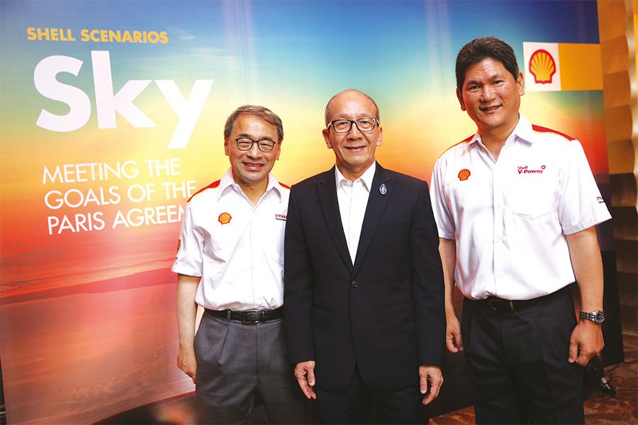 ดร.ศิริ จิระพงษ์พันธ์ รัฐมนตรีว่าการกระทรวงพลังงาน และ อัษฎา หะรินสุต ประธานกรรมการ บริษัท เชลล์ประเทศไทย จำกัด