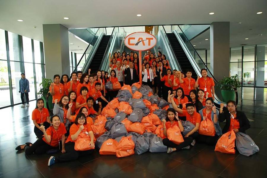 """CAT ร่วมมอบ """"ถุงน้ำใจ"""" ช่วยเหลือผู้ประสบภัยน้ำท่วมภาคอีสาน"""