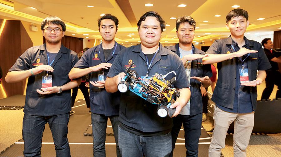 การแข่งขันซอฟแวร์ควบคุมรถยนต์จำลองไร้คนขับ
