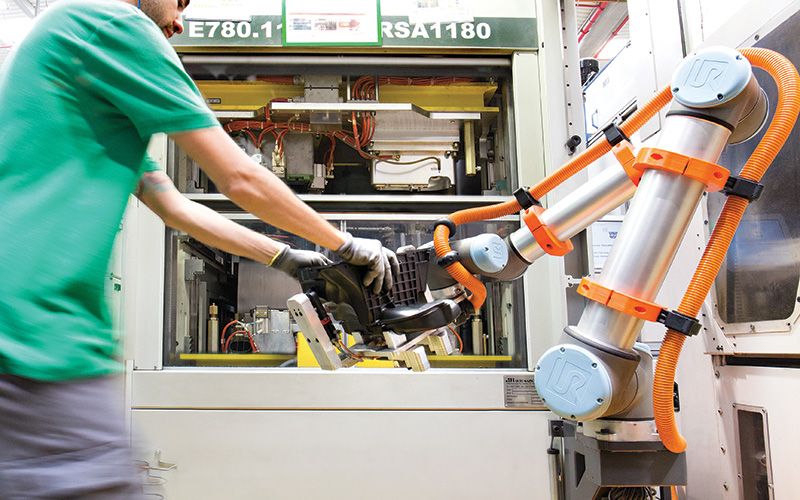 ส่งเสริมประสิทธิภาพอุตสาหกรรมการบริการของประเทศไทยด้วยโคบอท