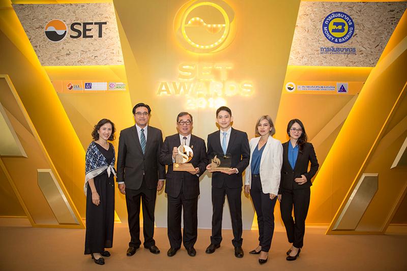 นายเซีย เชน เยน ประธานบริหาร บมจ. เดลต้า อีเลคโทรนิคส์ (ประเทศไทย) รับมอบรางวัลยอดเยี่ยม Best Sustainability Excellence Award ณ ตลาดหลักทรัพย์แห่งประเทศไทย