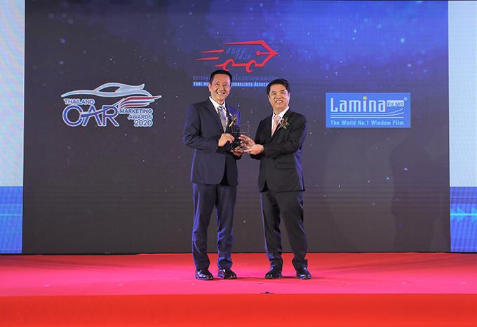 ฟิล์มกรองแสงลามิน่า คว้ารางวัลผู้จำหน่ายฟิล์มกรองแสงรถยนต์ที่มียอดจำหน่ายสูงสุด จากสมาคมผู้สื่อข่าวรถยนต์และรถจักรยานยนต์ไทย